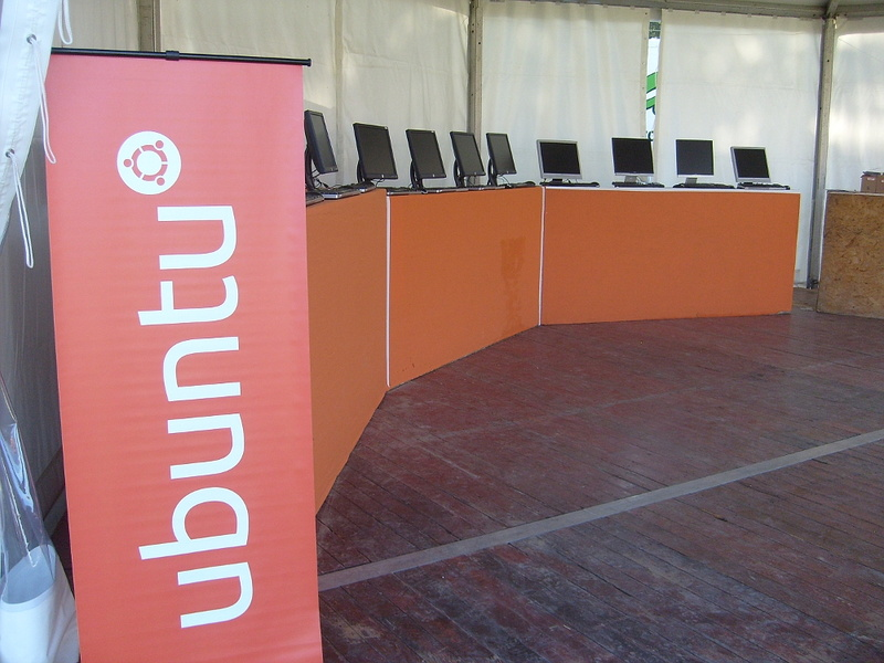 Stand_ubuntu_2011_Vieilles_charrues.jpg