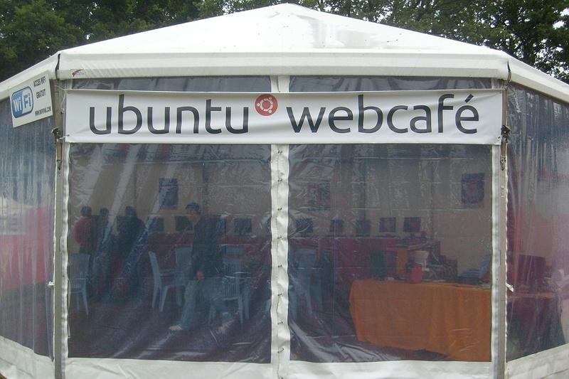 Stand_ubuntu_2011_Vieilles_charrues_2.jpg