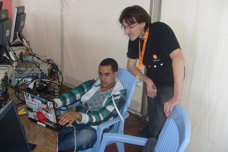 Stand_ubuntu_2011_Vieilles_charrues_5.jpg