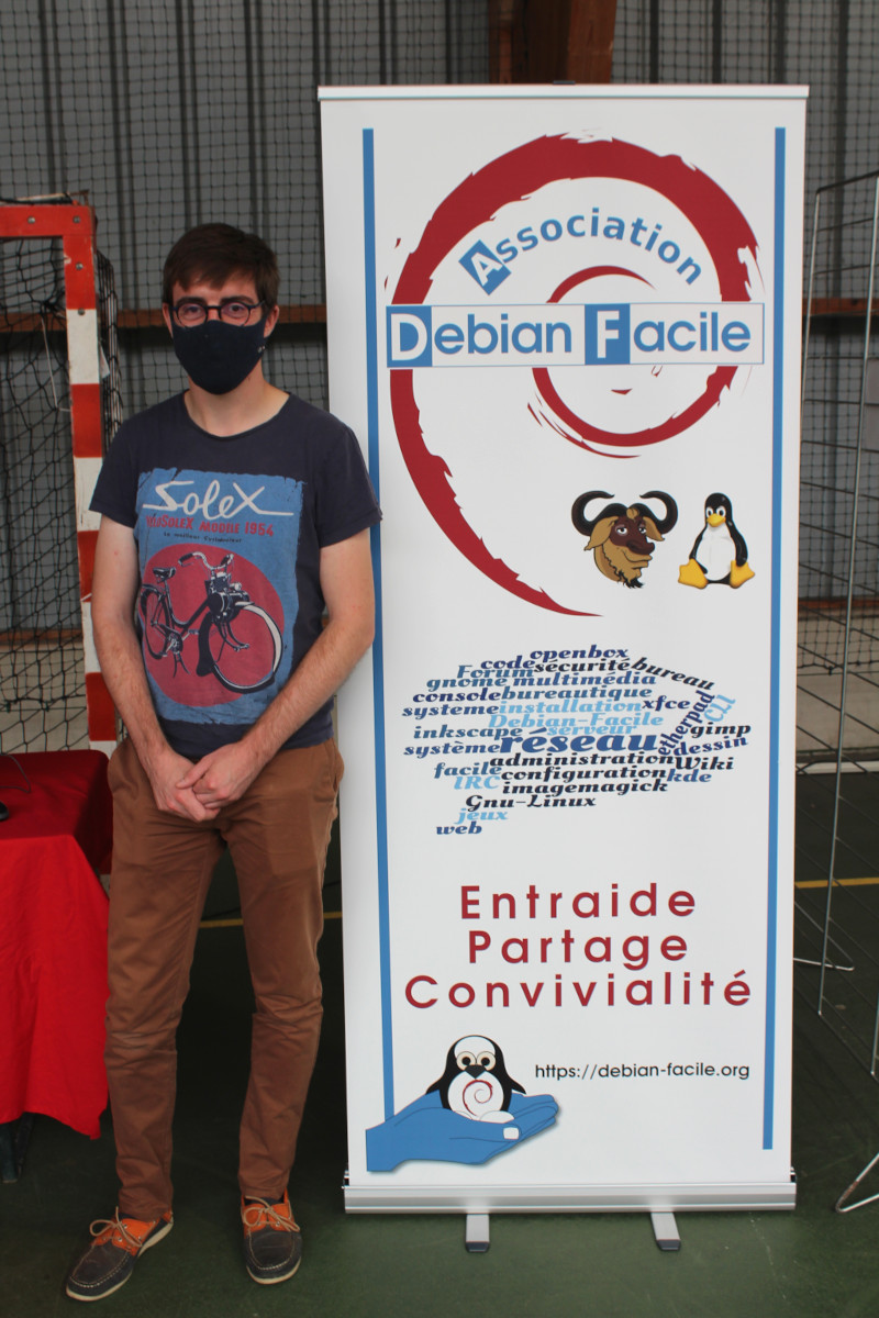 stand%20_Debian_Facile_Forum_des_Association_begard_2020.JPG